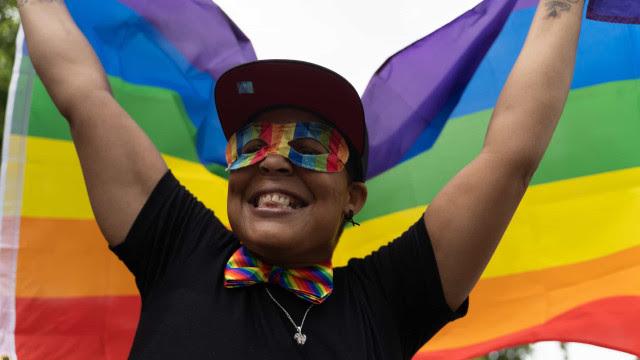 Risco de suicídio é três vezes maior em jovens homossexuais ou bissexuais