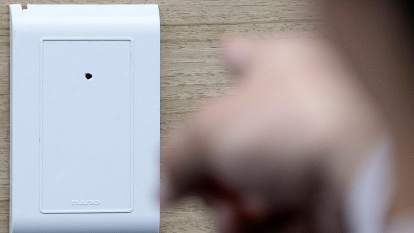 Una turista descubre una cámara escondida en un desodorante del baño del hostal donde se hospedaba