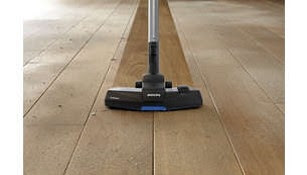 TriActive nozzle for thorough cleaning on all floors