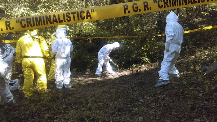 Pobladores hallaron a principios de noviembre fosas con cuerpos. Foto: Cuartoscuro.