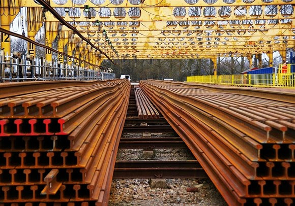 Network Rail supports British business with £200m British Steel contract extension