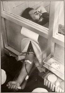 Junio de 1970: Fidel dona sangre para el pueblo peruano, asolado por un terremoto.
