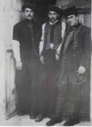 Nuri Dersimî avec deux autres patriotes kurdes en prison en 1920