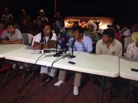 Familiares de normalistas en conferencia de prensa. Foto: Germán Canseco