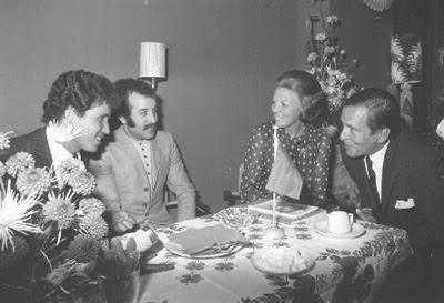 Prins Claus en Prinses Beatrix heten een aantal Marokkaanse gastarbeiders welkom.