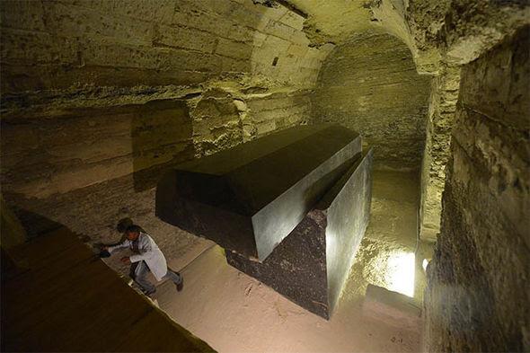 Sigue siendo un misterio cómo culturas antiguas eran capaces de tallar tales sarcófagos enormes y precisos