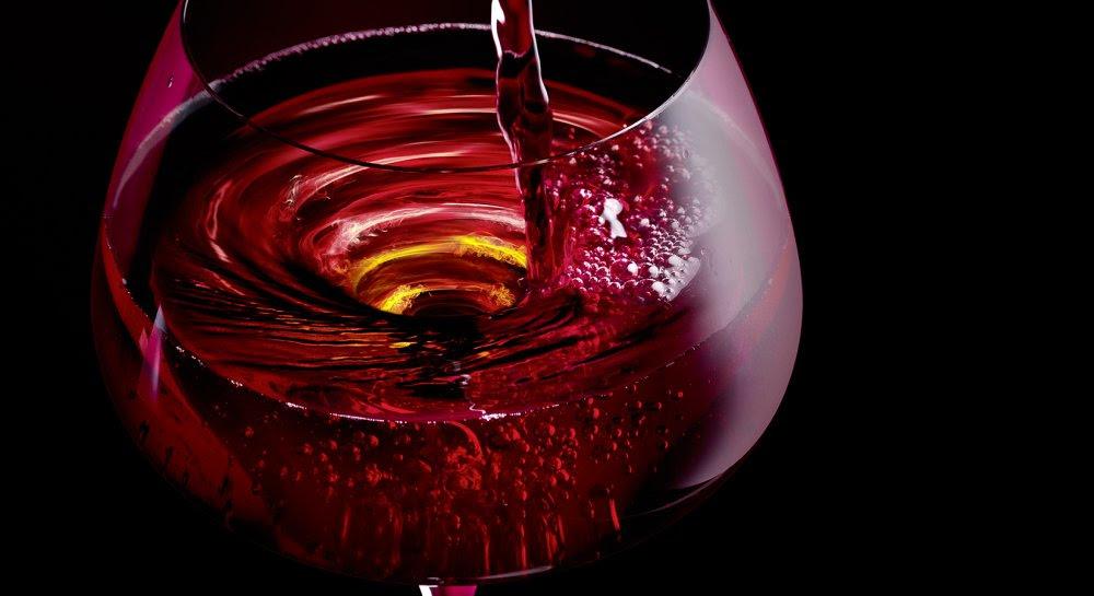 Vin en biodynamie tourbillonne dans un verre