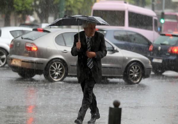 Καιρός: Βροχές και σποραδικές καταιγίδες