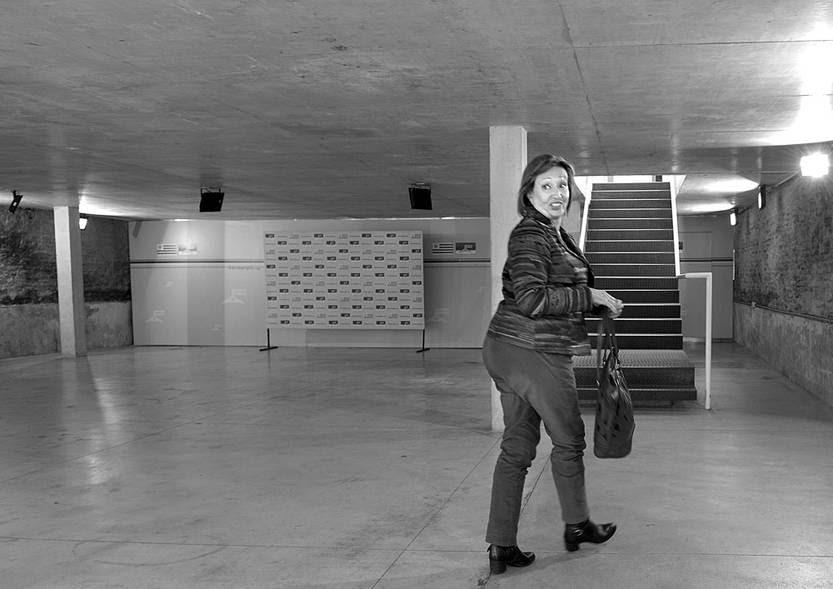 María Julia Muñoz llega a la Mesa Política del Frente Amplio, el viernes, en La Huella de Seregni. Foto: Santiago Mazzarovich