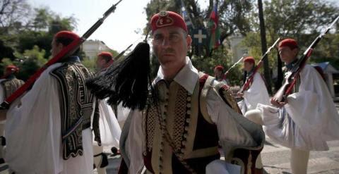 capitan guardia de honor grecia REUTERS
