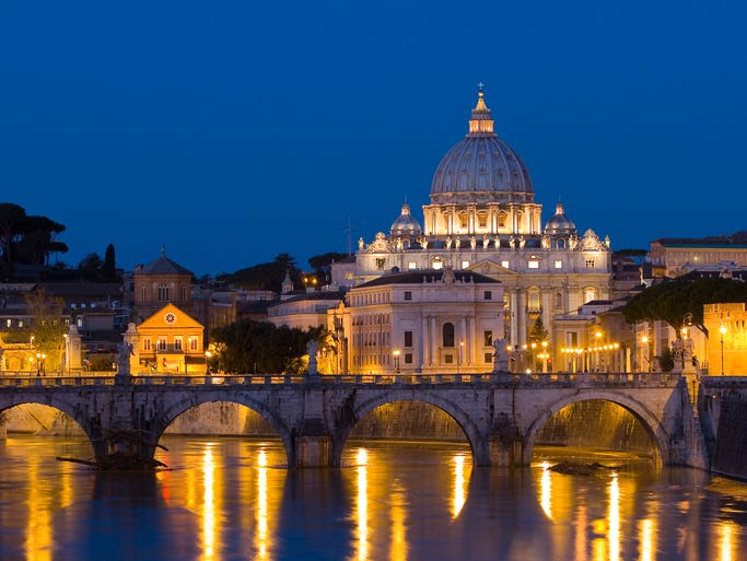 It's only                                                           fitting that                                                           the Vatican --                                                           abode of the                                                           Pope -- would                                                           have a                                                           basilica that                                                           outshines                                                           pretty much                                                           any other                                                             structure in                                                           Rome: Saint                                                           Peter's                                                           Basilica.