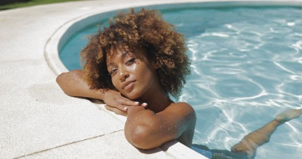 girl swimming with natural hair