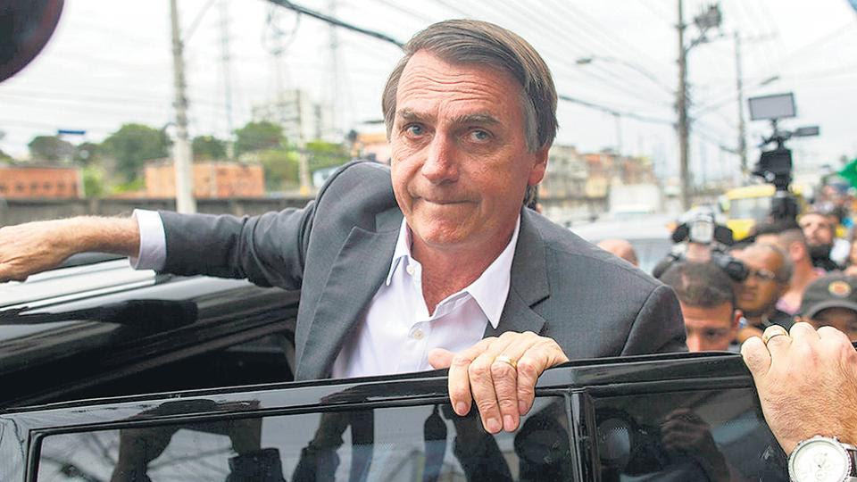 """Bolsonaro reconoció hace 15 días que el tema le duele """"en el corazón"""" y que es """"amigo"""" de Queiroz."""
