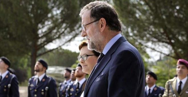 Rajoy comparece en los jardines del palacio de La Moncloa junto a la primera ministra polaca. / CHEMA MOYA (EFE)
