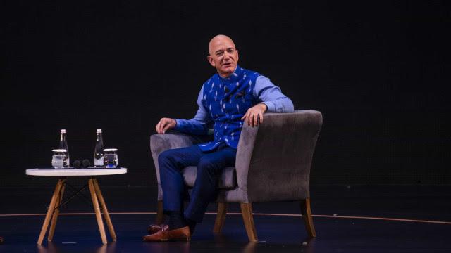 Jeff Bezos anuncia que deixará presidência da Amazon
