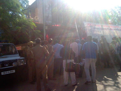 Workers protesting in front of the gate were not allowed to distribute pamphlets - Police in front of MRF union office