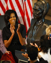 michelle obama with artis lane's Sojourner Truth sculpture