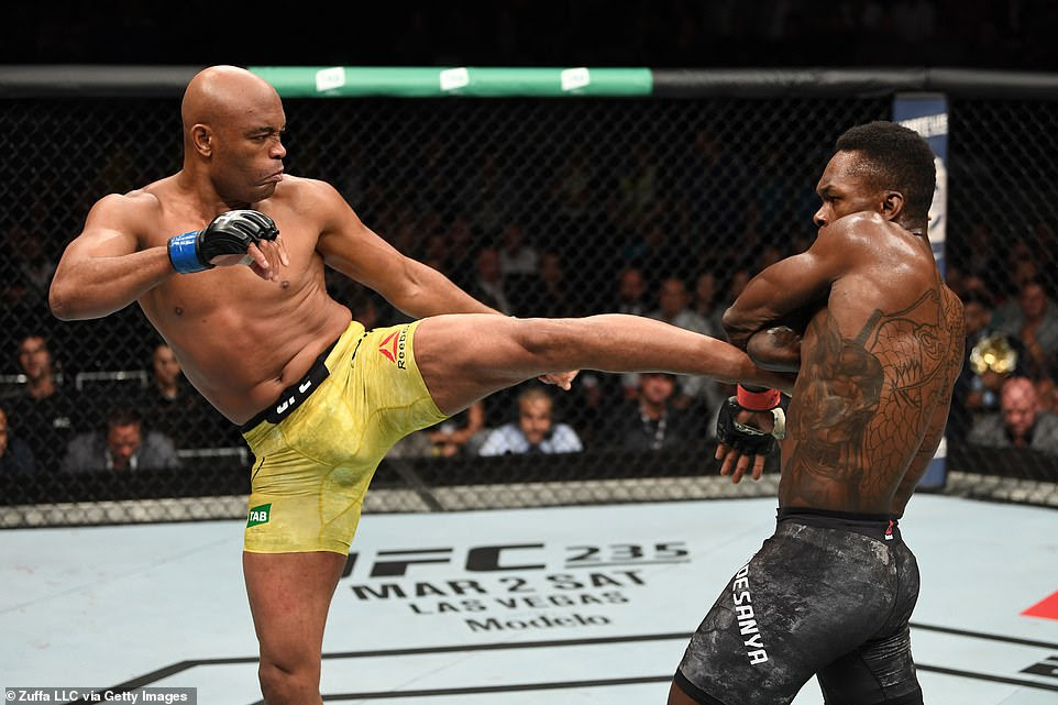 Israel Adesanya Vs Anderson Silva (ZUFFA LLC/Getty Images)