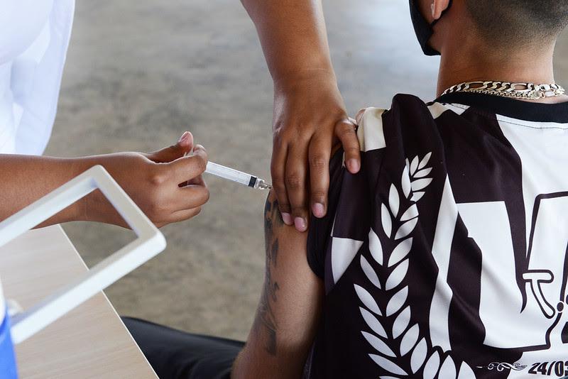 Foto: Agenda da vacinação também será reaberta com doses para maiores de 18 anos | Crédito: Eduardo Lopes