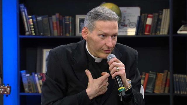 Padre Marcelo deve receber indenização de autora que o acusou de plágio