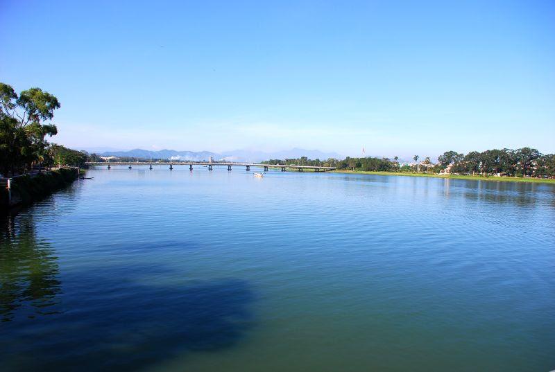 File:Sông Hương.jpg