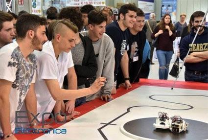 """Al via a Modena le """"Olimpiadi robotiche"""": quattro scuole in gara. Sfida tra  programmatori in erba"""
