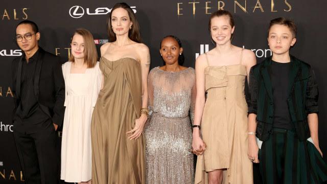 Filha de Angelina Jolie brilha com vestido usado pela atriz no Óscar