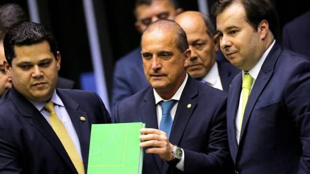 À espera de Bolsonaro, Onyx se agarra à Casa Civil esvaziada