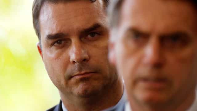 Bolsonaro tenta evitar que compra da mansão de Flávio afete apoio ao governo