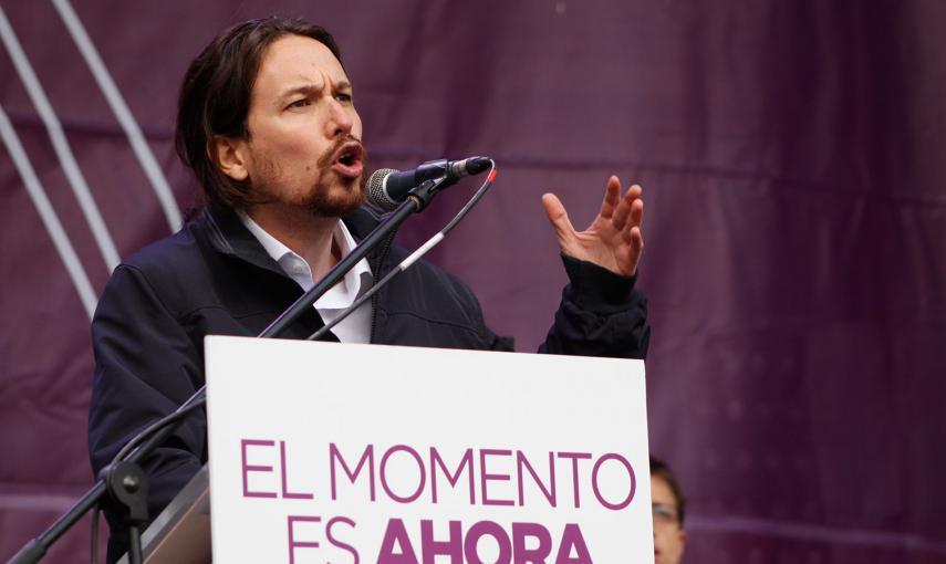 El líder de Podemos, Pablo Iglesias, durante su discurso en una Puerta del Sol abarrotada de personas tras la Marcha del Cambio en Madrid. -JAIRO VARGAS