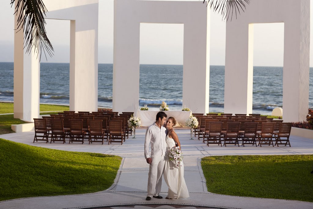 Mexico's Velas Resorts Unveils New Wedding Deals for 2016 & 2017