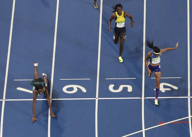 The Bahamas' Shaunae Miller dives across the finish line ahead of Team USA's Allyson Felix to win the gold.