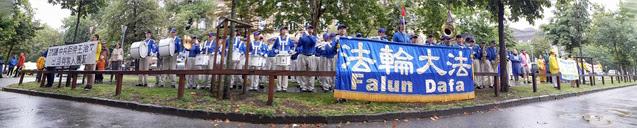 A Tian Guo Marching Band a budapesti kínai nagykövetség dolgozóinak koncertezett