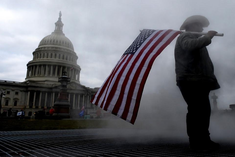 Los fanáticos trumpistas tomaron el Capitolio y el hecho dejó cinco muertos