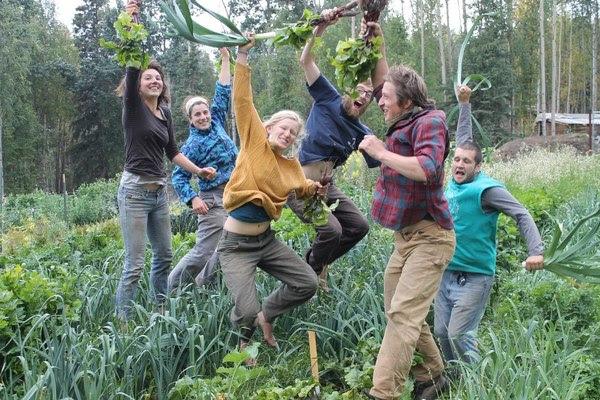 Farmers_jumping