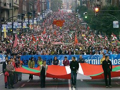 Manifestación en Bilbao por el derecho de autodeterminación del pueblo vasco convocada por la izquierda abertzale, en 2006.