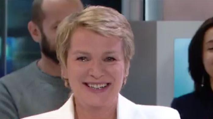 VIDEO. Les larmes d'Elise Lucet pour son dernier journal de 13 heures