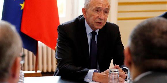 2. Macron acepta la dimisión del ministro del Interior de Francia