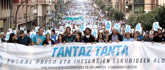 Mmanifestación convocada en protesta por las detenciones de miembros Herrira, el anterior colectivo de apoyo a los presos de ETA, en Bilbao.