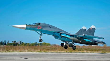Сazabombardero ruso Su-34 desplega desde su base en Siria.