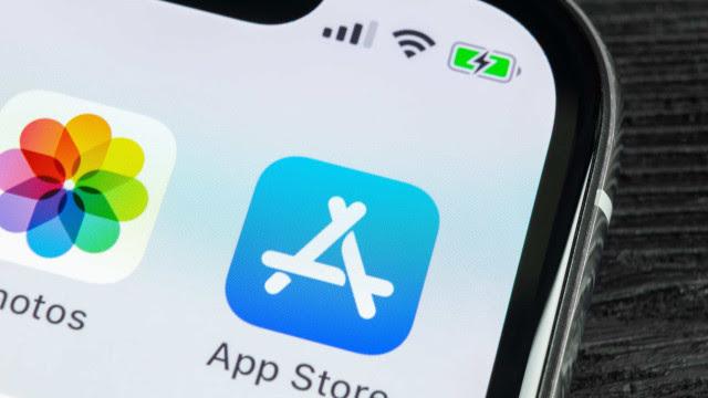 Apple acusada de promover esquemas na App Store