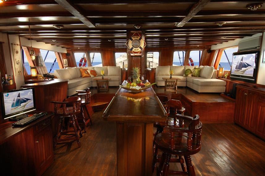 Salon Dinning onboard Liveaboard Holidays
