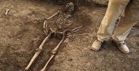 Cadáver hallado en una fosa. Archivo PÚBLICO