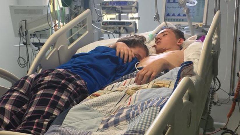 Foto desgarradora: Se despide de su novio en el hospital antes de que lo desconecten (FOTO)