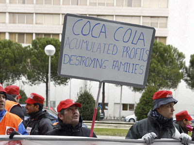 Los trabajadores de Coca-Cola Madrid protestan frente al Palacio Municipal de Congresos, en una foto de archivo.