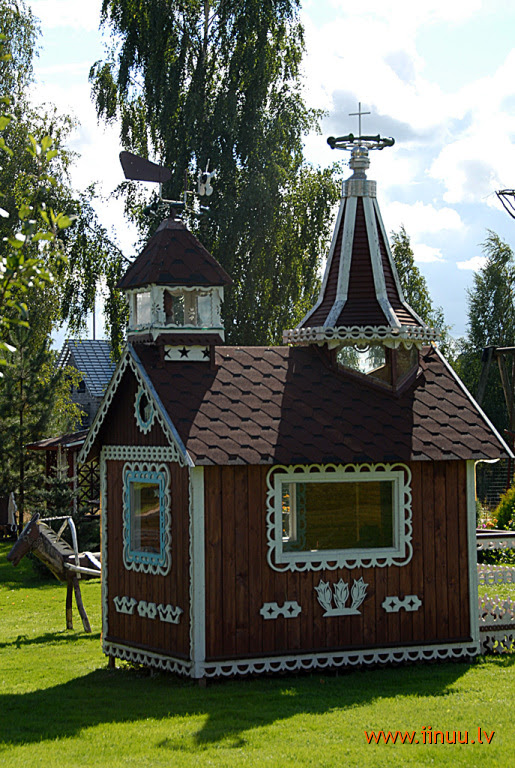 Город кроликов в Латвии. Дом. Фото