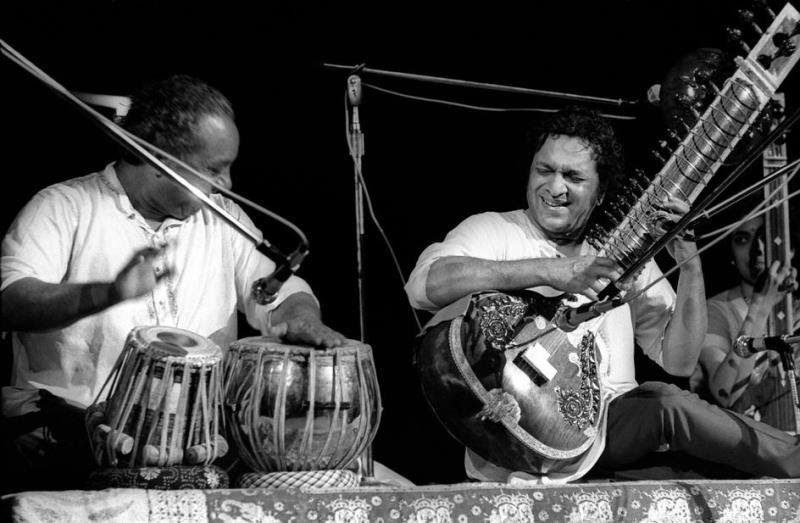 46 Years Ago Today, 500,000 People Descended On A Farm For The Greatest Music Festival Of All Time Jamming-on-the-sitar