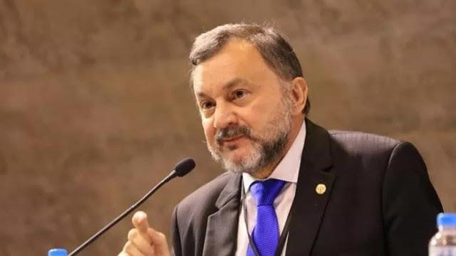 Ministro Walmir Oliveira da Costa, do TST, morre de covid aos 63 anos