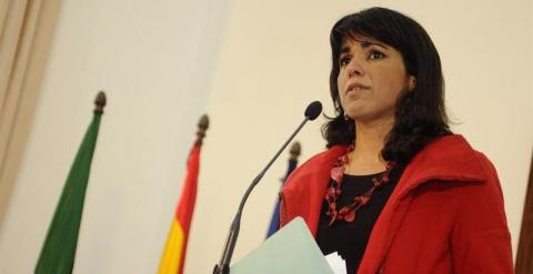 La líder de Podemos en Andalucía, Teresa Rodríguez, durante su comparecencia ante los medios tras reunirse con la presidenta en funciones de la Junta, Susana Díaz, en el inicio de la ronda de contactos anunciada tras las elecciones autonómicas. EFE/Raúl