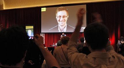 Edward Snowden y el periodista Glenn Greenwald advierten de las actividades de espionajes de EEUU